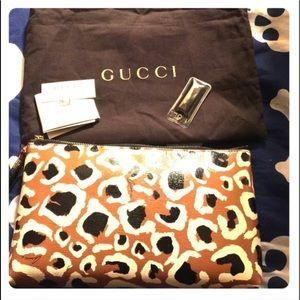 Giraffe print Gucci makeup bag